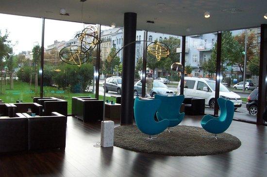 Motel One Wien-Prater: hall