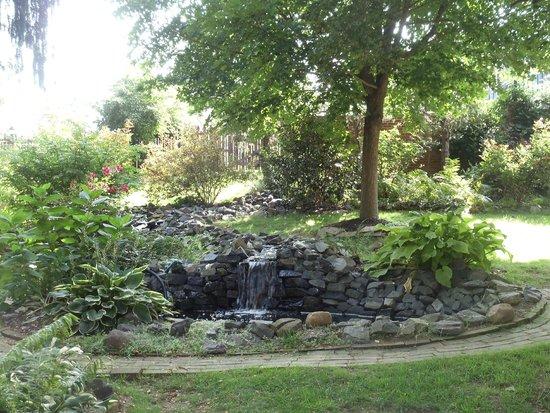 Brickhouse Inn Bed & Breakfast : The water garden...