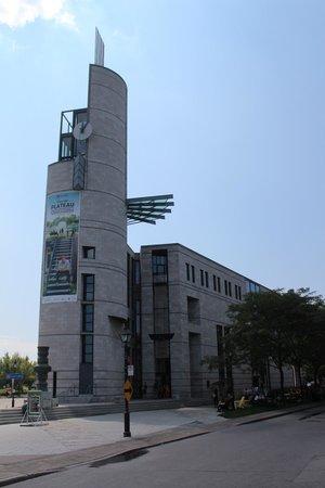 Pointe-a-Calliere Museum: Museum Exterior