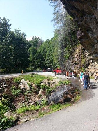 Bridal Veil Falls: road under the falls
