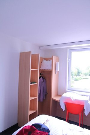 Ibis St Genis Pouilly Geneve : Room