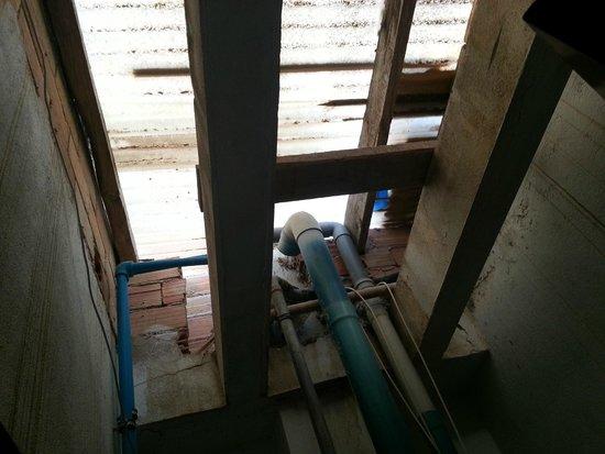 Apartamentos Alba : il cubicolo non prende aria dal tetto : e' chiuso in alto