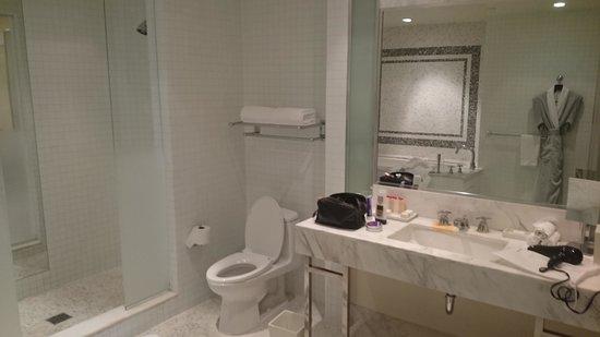 The London West Hollywood: Bathroom