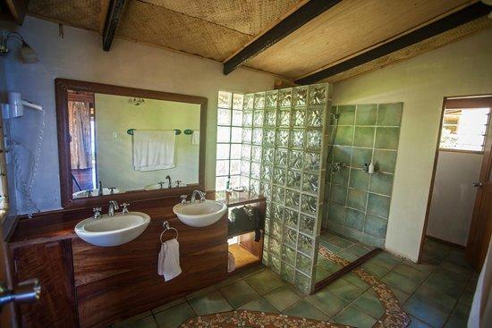 Maravu Taveuni Lodge: Villa Bathroom