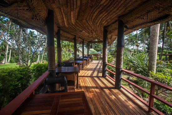 Maravu Taveuni Lodge : Thatched walkways