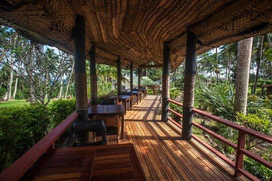 Maravu Taveuni Lodge: Thatched walkways
