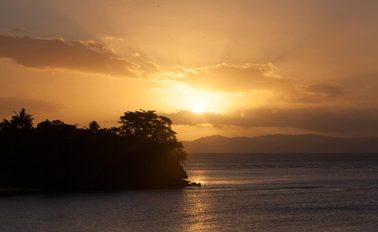 Maravu Taveuni Lodge : Colourful Sunsets