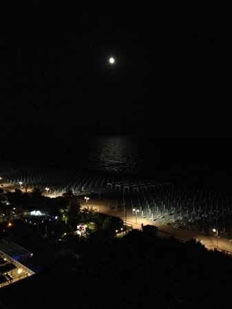 Adriatic Palace Hotel: ночь