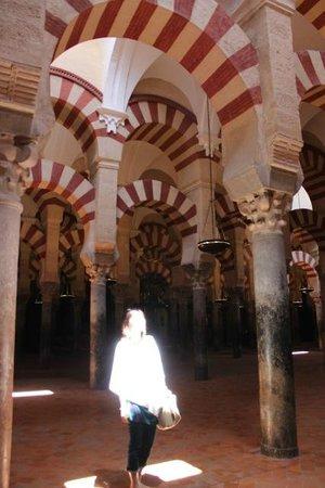 Mezquita Cathedral de Cordoba: 天井からの光を受けて