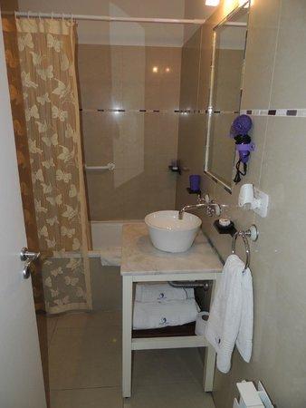 Altuen Hotel Suites&Spa: banheiro