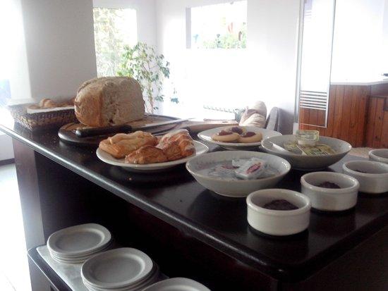 Altuen Hotel Suites&Spa: café da manhã com pão caseiro delicioso