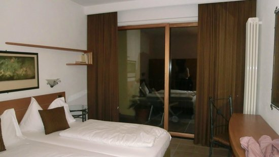 Parco San Marco Lifestyle Beach Resort: Double bed room with lake view