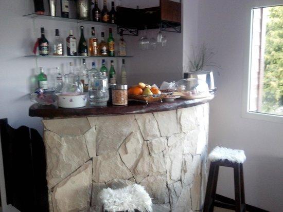 Altuen Hotel Suites&Spa: bar