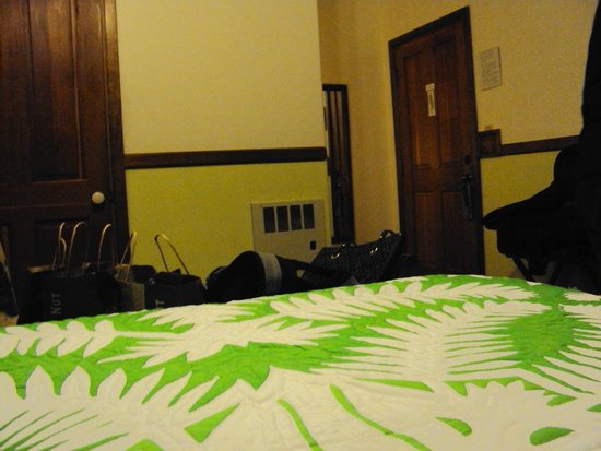 Kilauea Lodge: A cama poderia ser king