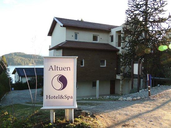 Altuen Hotel Suites&Spa: frente do hotel