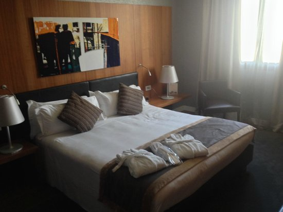Schlafzimmer der Suite - Picture of H10 Roma Citta, Rome - TripAdvisor