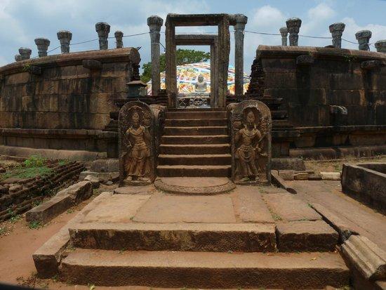 Girihadu Seya: The first Dageba in Sri Lanka