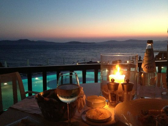Mykonos Grand Hotel & Resort : Dinner in the restaurant