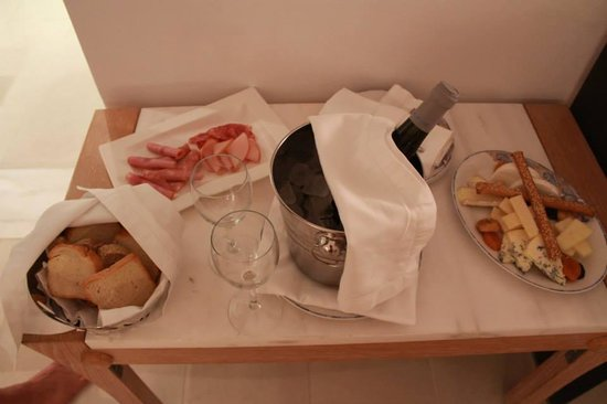 Mykonos Grand Hotel & Resort : In our room as we arrived YUMM