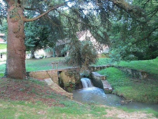 Le Moulin du Mesnil : L'extérieur