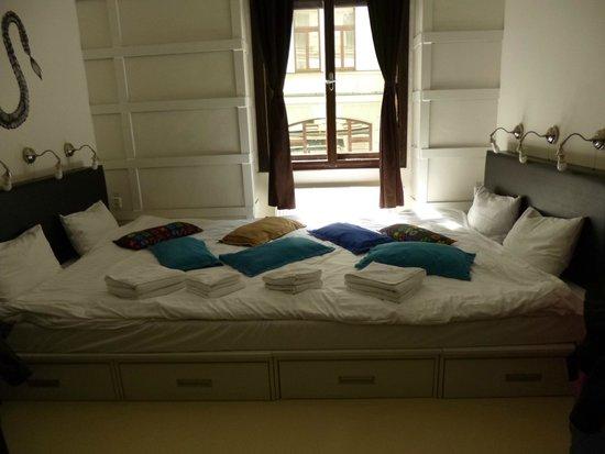 Fusion Hotel Prague : cama para 4