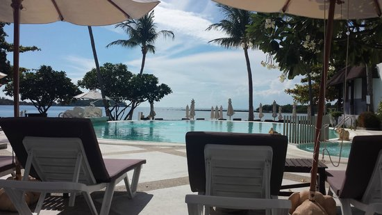 Iyara Beach Hotel & Plaza : View from poolside