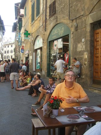 Corte de'Neri: Street dining on the Via dei Neri; Corte dei Neri just out of sight