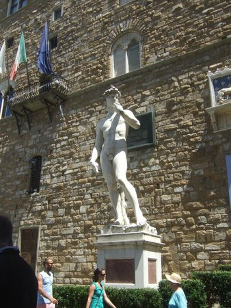 Corte de'Neri: David and the Uffizi Gallery is two minutes walk away from the suites