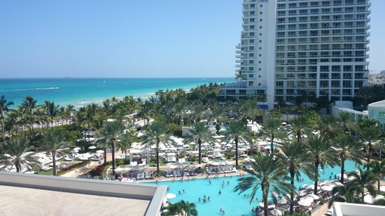 Fontainebleau Miami Beach: view from corner room balcony