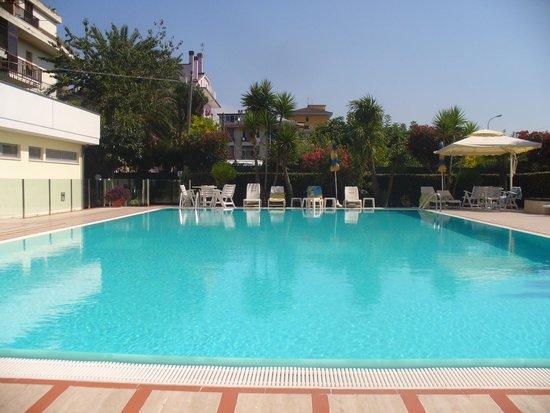 Hotel Domingo: La piscina
