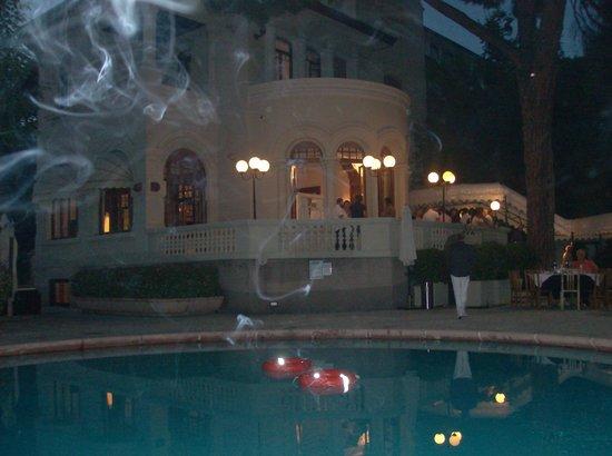 Hotel De la Ville: La villa e la piscina