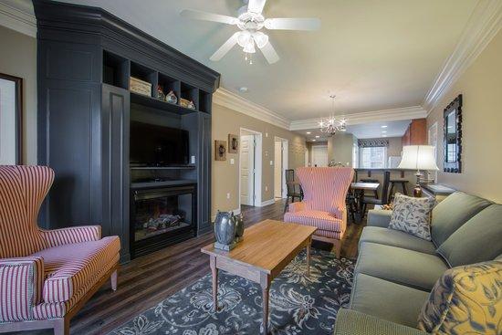 Holiday Inn Club Vacations Williamsburg Resort: Enjoy beautifully decorated villas