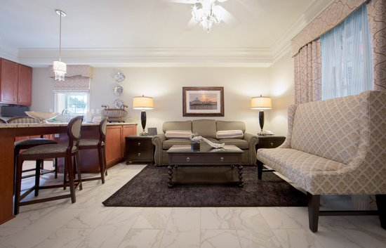 Holiday Inn Club Vacations Williamsburg Resort: Enjoy top notch decor in our Signature Collection villas