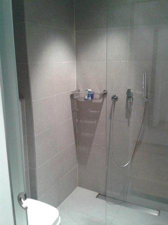 Aqua Hôtel : Salle de bain