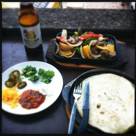Bikini Bar BQ Restaurant : steak fajitas