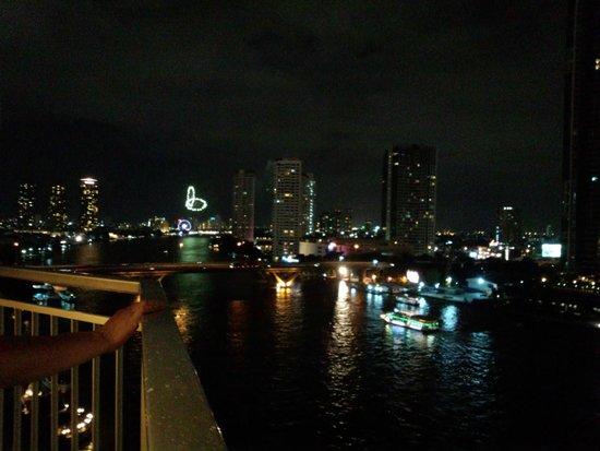 Shangri-La Hotel,Bangkok : 花火見えますか?