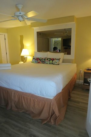 Catalina Beach Club: Master bedroom, had king size bed