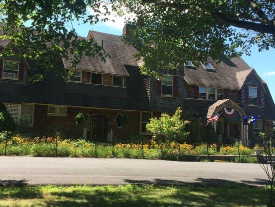 Inn at Lake Joseph: Main Lodge