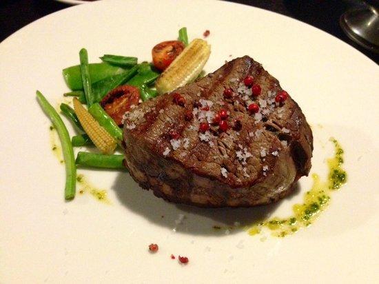 TOWERS Steak & Salad: 200 grams Argentinian fillet