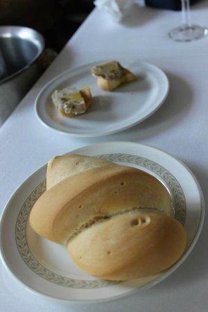 El Caballo Rojo : 付け合わせのパンはわりとパサッとした素朴な味