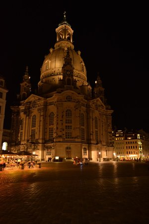 Frauenkirche: Night view from outside