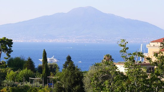 Grand Hotel De La Ville Sorrento: view from room at the front of the hotel