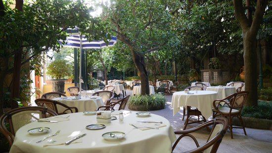 Grand Hotel De La Ville Sorrento: outside dining area