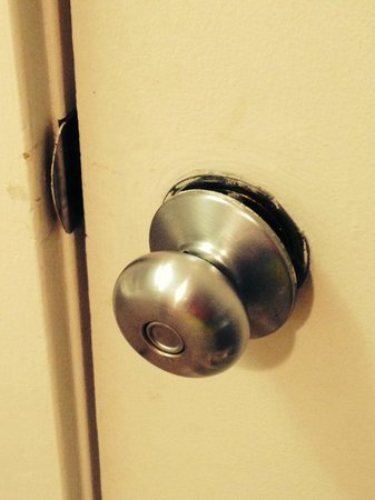 Ocean Creek Resort: Broken Door Knobs throughout the suite