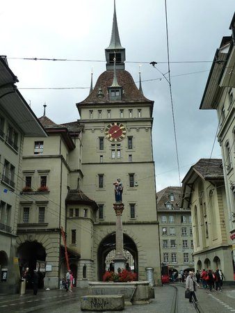 Old Town Bern : Pretty clock tower in the centre of Bern