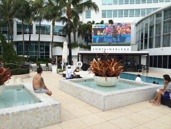 Fontainebleau Miami Beach: Área externa