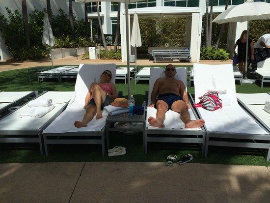 Fontainebleau Miami Beach: Cadeiras para pegar sol