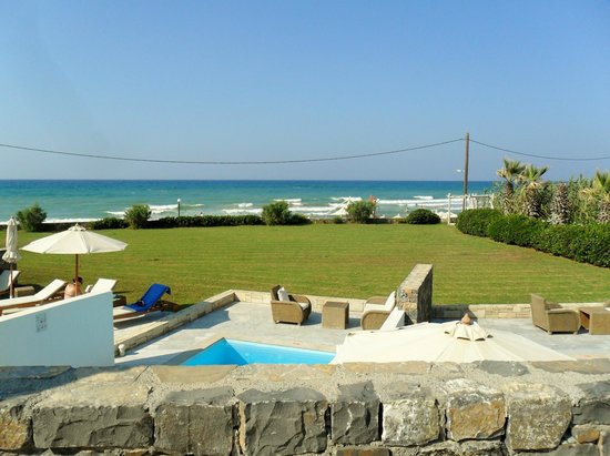 The Island Hotel: View from sunbeds to beach