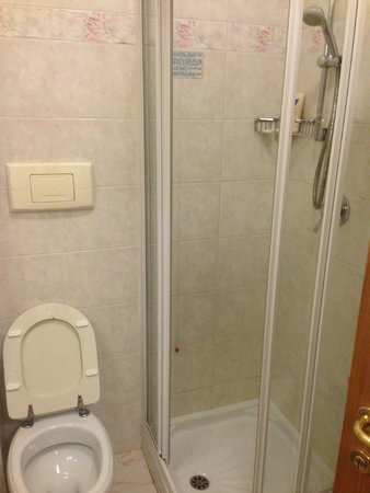 Hotel dei Pini: Restroom