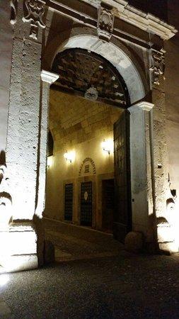 Ristorante La Francese : Ingresso castello